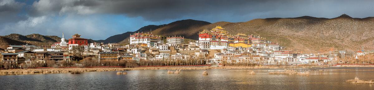 Монастырь Сонцзаньлинь в Шангриле, Юньнань, Китай - Дмитрий