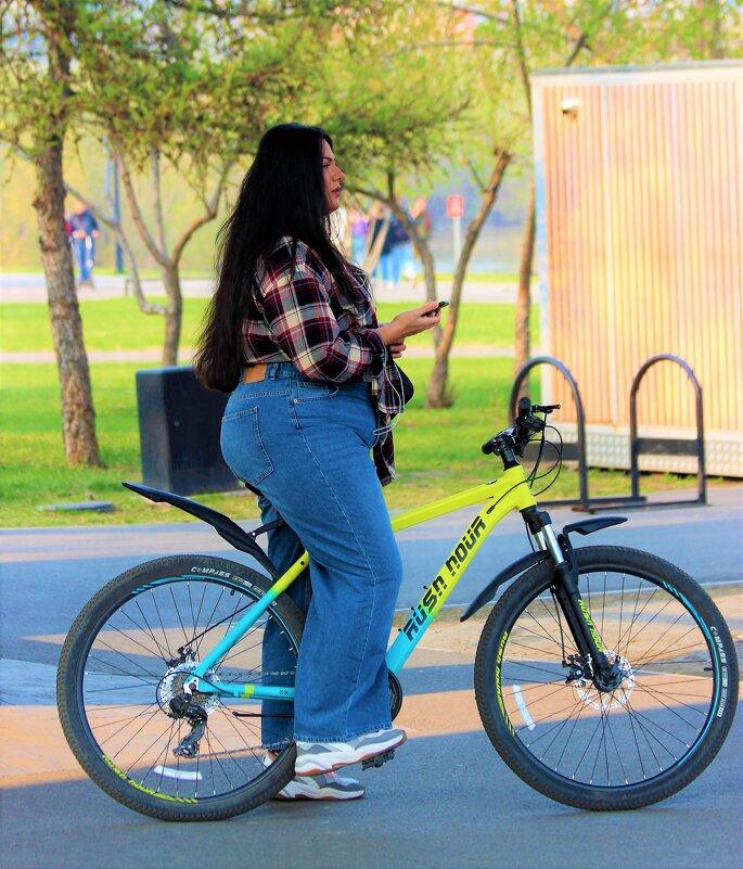 Весомая велосипедистка - Василий