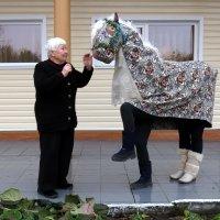 Какая же ты красивая..! (Прикорми свою лошадку) :: Сергей В. Комаров