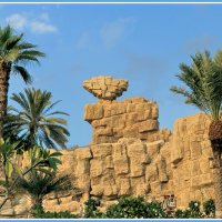 Перед входом в аквапарк *Wild Wadi* в Дубае (ОАЭ) :: Евгений Печенин