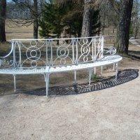 Ажурная скамья в парке :: Светлана Шарафутдинова