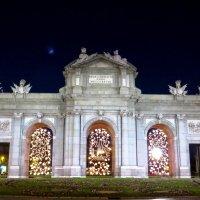 Триумфальная арка в Рождество. :: Игорь Синий