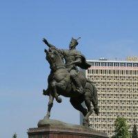 Статуя великого вождя Темирлана в центре Ташкента! :: Sher Karim