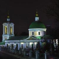 моя столица.ночная москва(церковь Воробьевы горы) :: юрий макаров