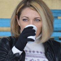 Девушка с кофе :: Анастасия Гудкова