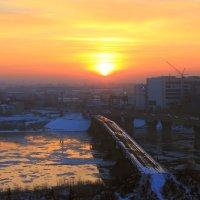 Закат над городом. :: Александр Ломов
