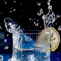 Стакан воды со льдом :: Рашид Рахимов