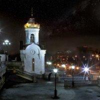 моя столица ночная москва (часовня при храме христа спасителя.одинокий монах.поклон городу) :: юрий макаров