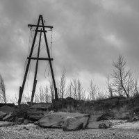 Заброшенная мачта в Лахте :: Владимир Горубин