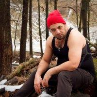 Красная шапочка:)   Еще, говорят, в России медведи по улицам ходят... :: Дарья Казбанова
