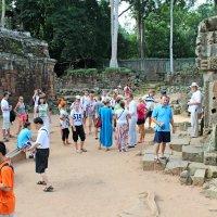 Камбоджа. Наша группа в сборе перед осмотром Храмового комплекса Ангкор :: Владимир Шибинский