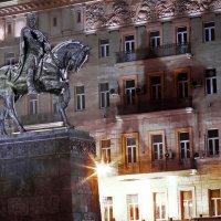 моя столица ночная москва(памятник юрию долгорукому-основателю Москвы) :: юрий макаров