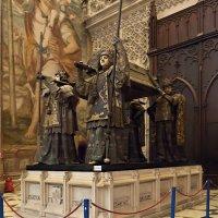 Могила Колумба в кафедральном соборе г. Севилья. Андалузия, Испания :: Lmark
