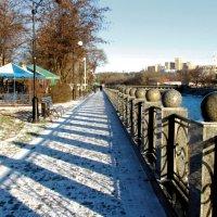 Зимнее утро на набережной :: Олег Бережной