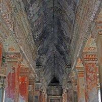 Камбоджа. Ангкор-Ват. Галерея на третьей (верхней) террасе :: Владимир Шибинский