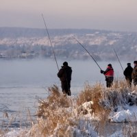 Рыбаки...туман...и зрители :: Александр | Матвей БЕЛЫЙ