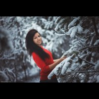 Девушка в лесу :: Роман Грачик