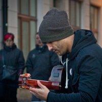 Уличный музыкант 2 :: Виталий Латышонок