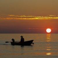 Рыбак и море. :: Юрий