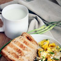 Яичница на завтрак :: Елена Жабина