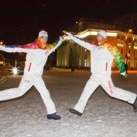 Веселые факелоносцы из г. Сочи (Евгений Халиулин и Андрей Лыцарь) :: Дарья Казбанова