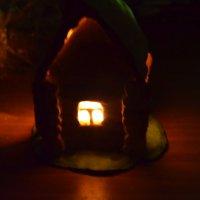 Загадочный домик -подсвечник. :: Елена