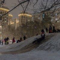 Зима. Катание на горке. :: Евгений Поляков