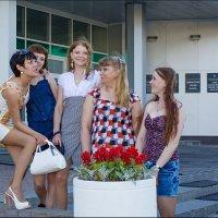 Придут девчонки - стоят в сторонке :: Олег Карташов