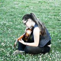 Ромашковое поле,гитара и я. :: Оксана Усатова