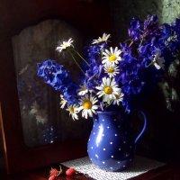 Цветы в синем кувшине... :: Романенко Людмила Ивановна