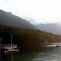Горы и озеро :: Константин Лазуренко