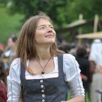 Девушка с зелёными глазами может вдруг избавить от печали :: Ирина Данилова