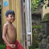 Юный и позитивный житель острова Бали :: Sofia Rakitskaia