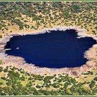 Вулканическое озеро :: Евгений Печенин
