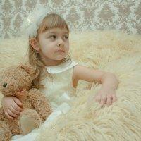 Девочка и медведь :: Вадим Герасимов