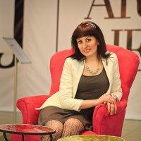 Девушка в кресле :: Алексей Карабанов