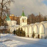 Николо-Угрешский монастырь в лучах рассветного солнца. :: Юрий Шувалов