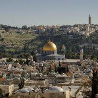 """Иерусалим, вид на мечеть """"Купол скалы"""" и Масличную гору :: Владимир Горубин"""