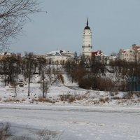 Вид на ратушу с берега Днепра :: Alena Cyargeenka