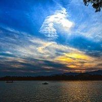 Крыло Ангела на озере Куньмин (ver 2) :: Максим Дорофеев