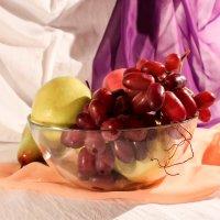 Натюрморт с виноградом :: Ирина Ворсина