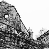 Стены, стены, стены... :: Владимир Клещёв
