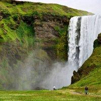 У водопада Скогарфосс (Исландия) :: Олег Неугодников