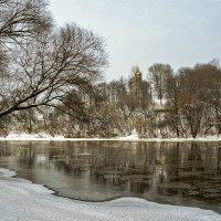С видом на храм :: Vladimir