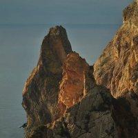 Скалы, освещенные солнцем :: Игорь Кузьмин