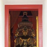 Таиланд. Сукхотай. Взгляд в двери храма :: Владимир Шибинский