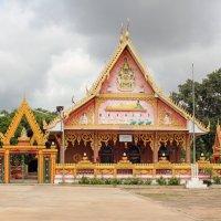 Таиланд. Северо-восток. Кеммарат. Несколько необычный храм :: Владимир Шибинский