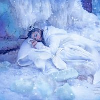 В покоях Снежной королевы :: Наташа Родионова