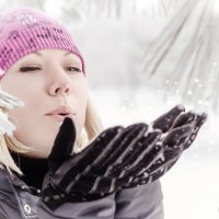 снег кружится, кружится и тает... :: Евгения Климина
