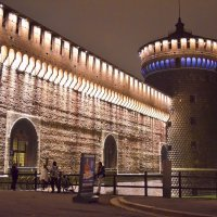 Крепостная стена замка Сфорци :: Лидия Цапко